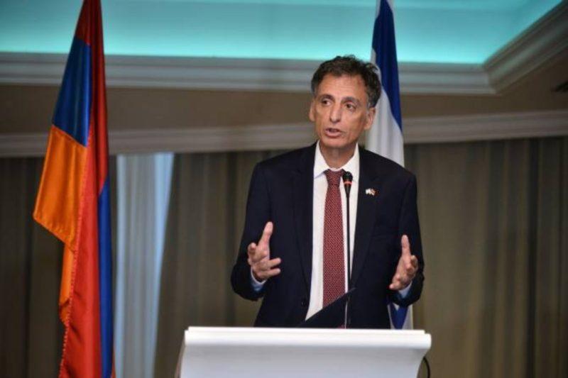 سفير إسرائيل: كانت مأساة فظيعة ومن أكبر عمليات القتل المتعمدة في القرن العشرين